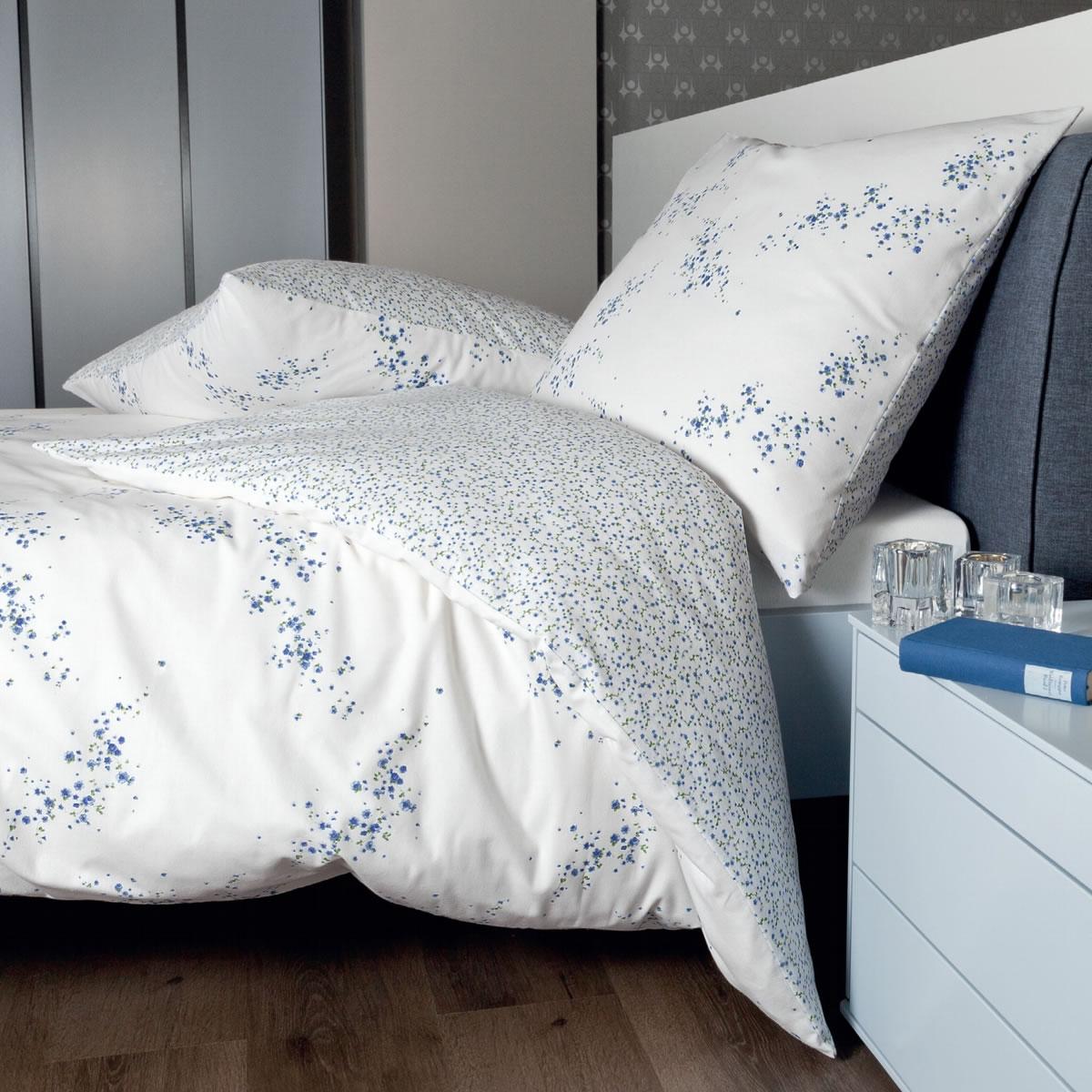 Janine Fein Biber Wende Bettwäsche Davos 65040 02 Blau Weiß Blumen