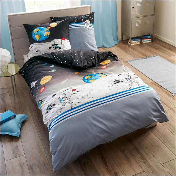 kaeppel biber kinderbettw sche 135x200 cm 78010 astronaut schwarz weltall mond ebay. Black Bedroom Furniture Sets. Home Design Ideas