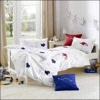 Lorenchen Mako Satin Kinderbettwäsche m. Dino Dessin in rot oder blau