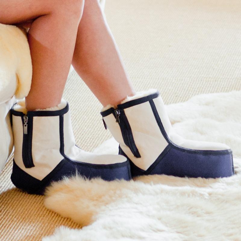 christ lammfellschuhe f r den wohnbereich oder bettschuhe fell boots schaffell ebay. Black Bedroom Furniture Sets. Home Design Ideas